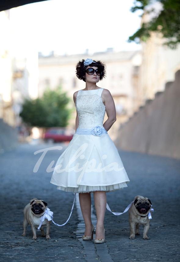 На салон свадебного платья короткое