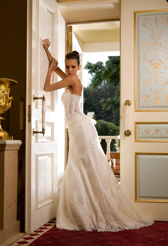 Красотка предлагает услуги лучших свадебных консультантов. Свадебный салон обеспечит вашу свадьбу всем необходимым, свадебные консультанты помогут